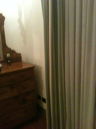 MsnSuite Apartments Palazzo dei Ciompi: dirty curtains