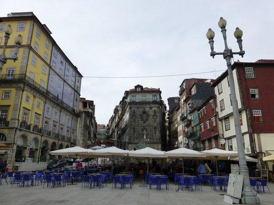 PortoSense : location immeuble de l'angle au fond derrière la statue