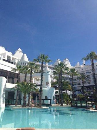H10 Estepona Palace : pool area