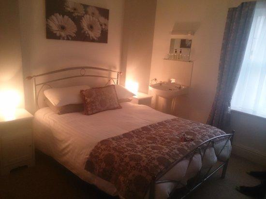 Arvon House: room