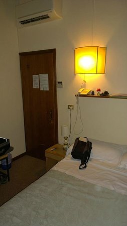 Hotel Emma: Entry