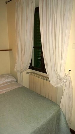 Hotel Emma: Window to patio