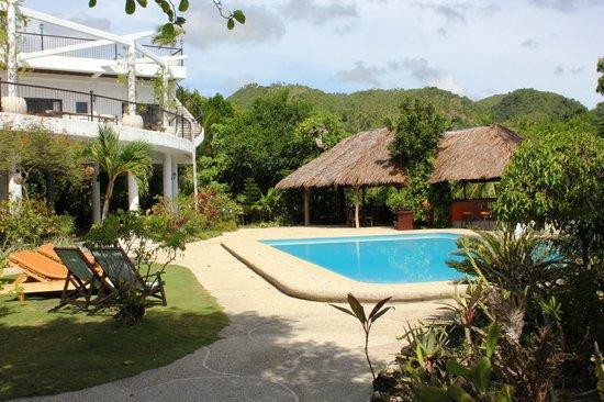 Granada Beach Resort: Pool und Restaurant