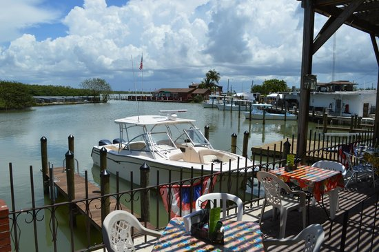 Little Bar Restaurant : Outside seating and guest dock