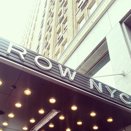 Row NYC Hotel : facade
