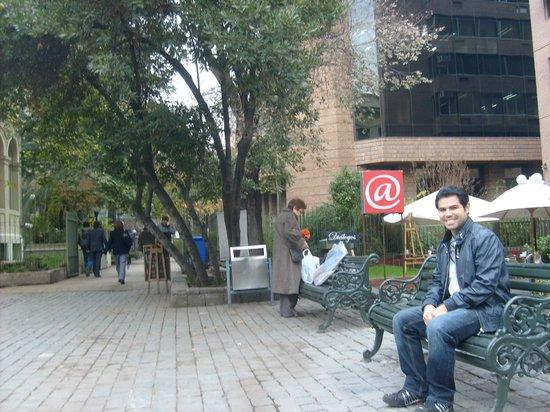 Hotel Neruda : Ao lado do Hotel