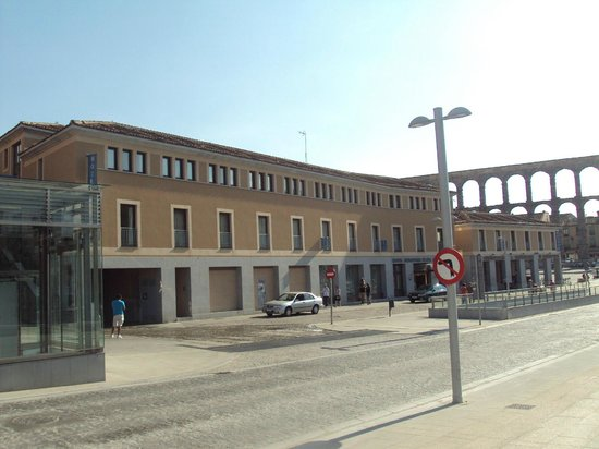 Eurostars Plaza Acueducto: Fachada principal del hotel.
