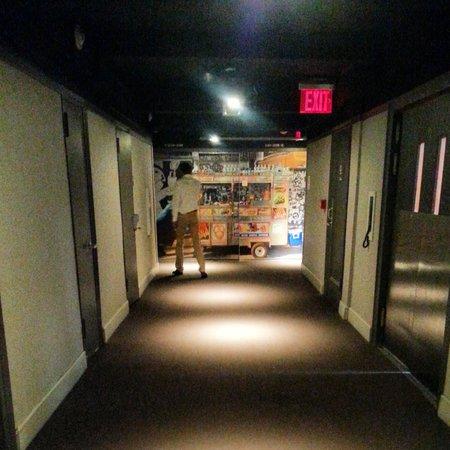 Row NYC Hotel : hallway