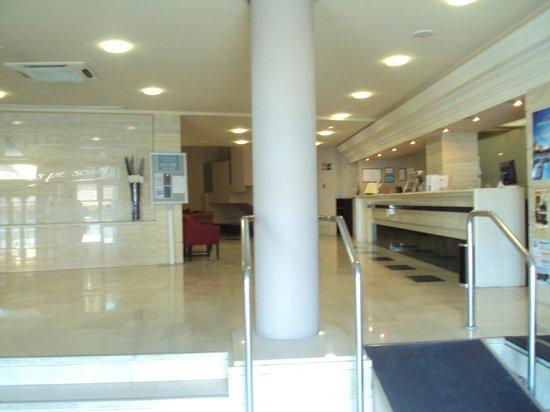 Eurostars Plaza Acueducto: Hall y recepción.