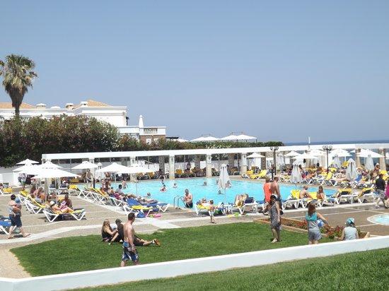 Annabelle Beach Resort: larger pool