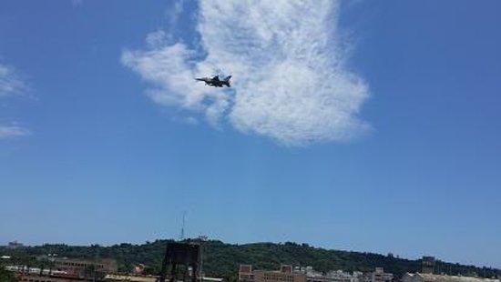 Huang Jia : 這裡還可以近距離看到飛機!真讚