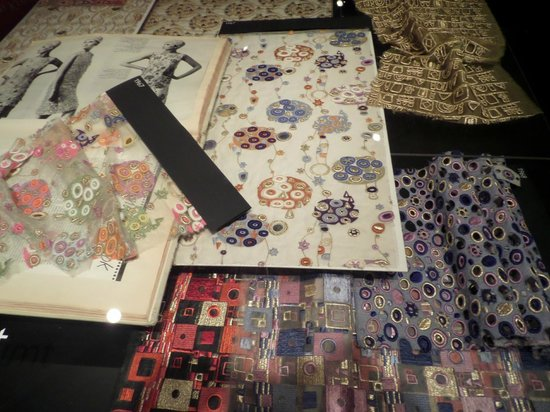 Textile Museum : образцы тканей по картинам Климта