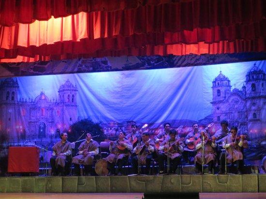 Centro Qosqo de Arte Nativo: stage