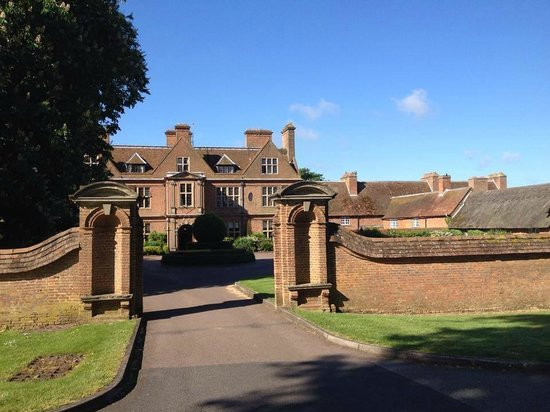 De Vere Horwood Estate: Hotel from the front