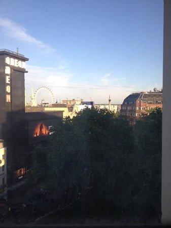 Premier Inn London Leicester Square Hotel: Vista da janela do quarto
