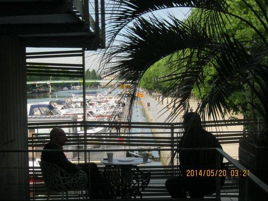 Holiday Inn Express Paris-Canal de la Villette: Outdoor sitting area