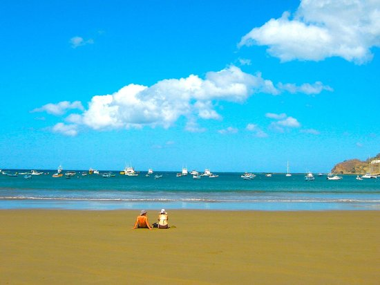 Pelican Eyes Resort & Spa: Beach within walking distance