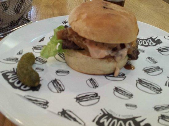 Boom! Burgers: panino di filetto di manzo