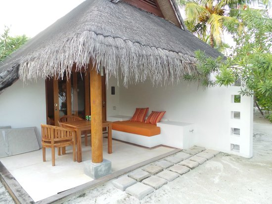 LUX* South Ari Atoll: Outdoor sitting area beach pavilion
