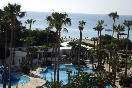 Dome Beach Hotel & Resort: Pool and sea view
