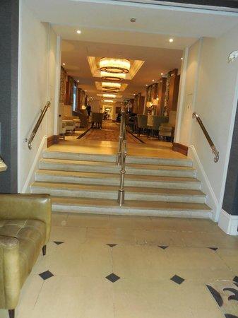 The Royal Horseguards: Area de circulação para os elevadores ou restaurantes