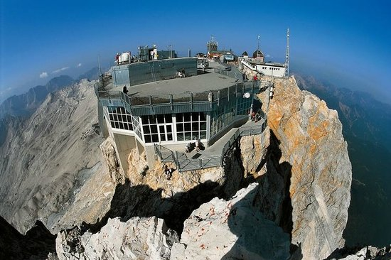 Garmisch-Partenkirchen Ski Resort: the top of the world