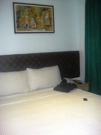 Capitol Central Hotel and Suites: das ist auch schon fast das ganze Zimmer
