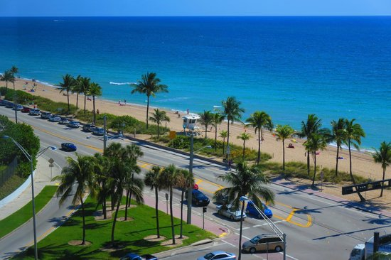 Sonesta Fort Lauderdale Beach: View of beach / A1A from room