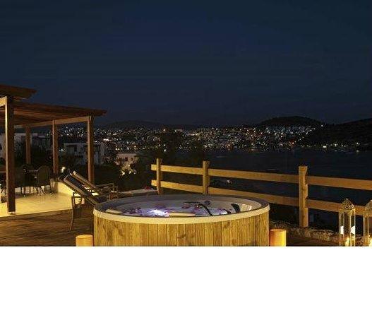 Aktur Residence : Bild från hotellets websida där jacuzzi marknadsförs