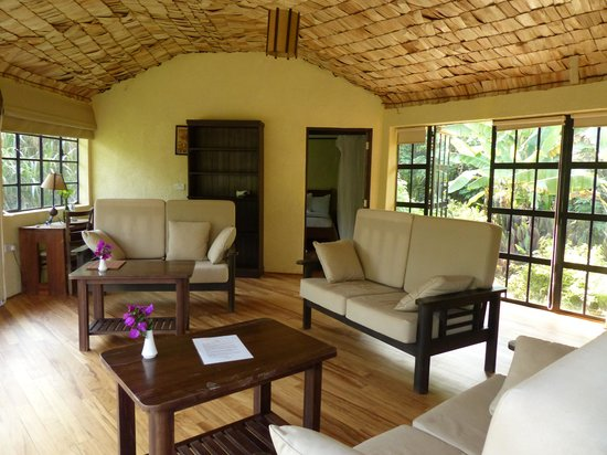 Mahogany Springs : Large living area between the 2 bedrooms in the Presidential Suite