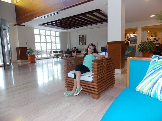 La Cabana Beach Resort & Casino: hotel lobby