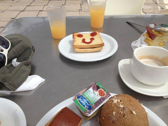 One Resort Monastir : Breakfast by the pool
