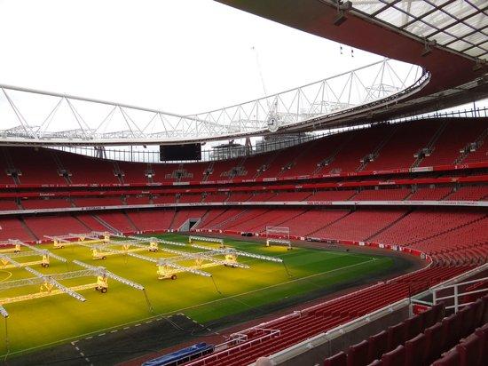 Emirates Stadium: Arquibancadas na cor do clube