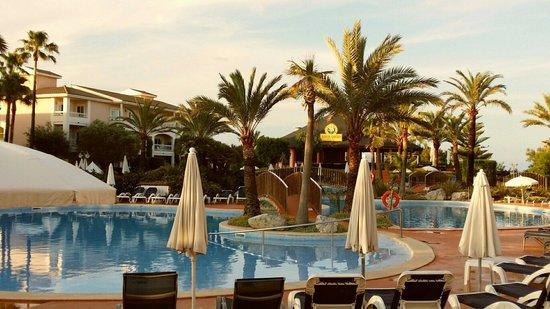 Playa Garden Selection Hotel & Spa : Pool side