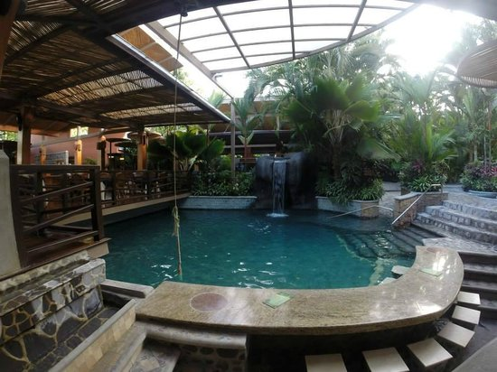 Baldi Hot Springs Hotel Resort & Spa : One of the pools closest to the dining area/bar