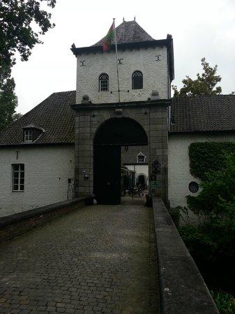 Kasteel Daelenbroeck: Poort, met daarboven de torenkamer