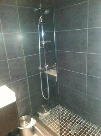 Hostal Regina: Bathroom twin room