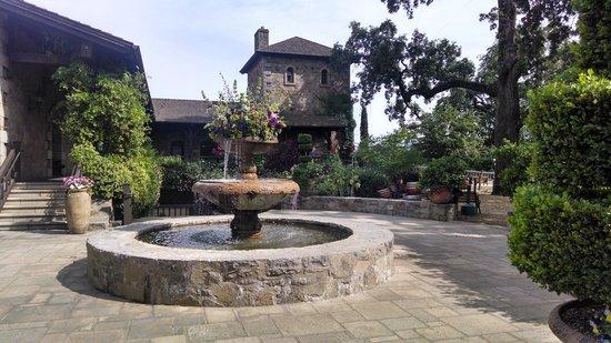 V. Sattui Winery: Beautiful grounds