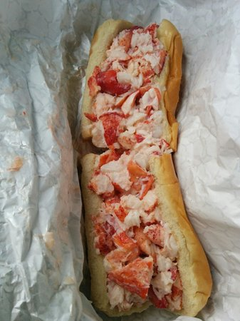 Doug's Seafood : Large lobster roll
