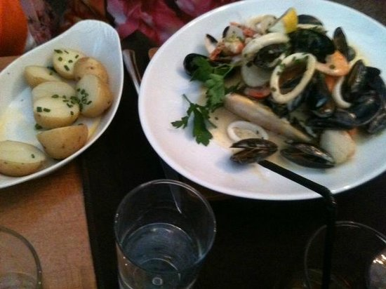 Roseville Bistro: Selection of fish and shellfish