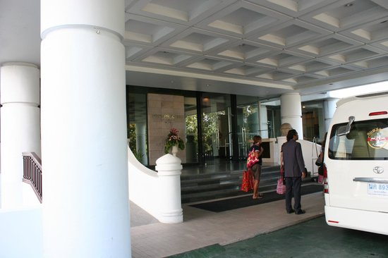 The Imperial Hotel and Convention Centre Korat: Entrance