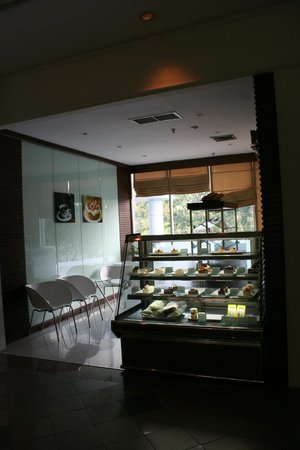 The Imperial Hotel and Convention Centre Korat: They had a bakery in the Lobby