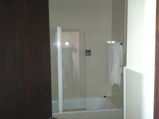 Hotel Los Jeronimos: Baño