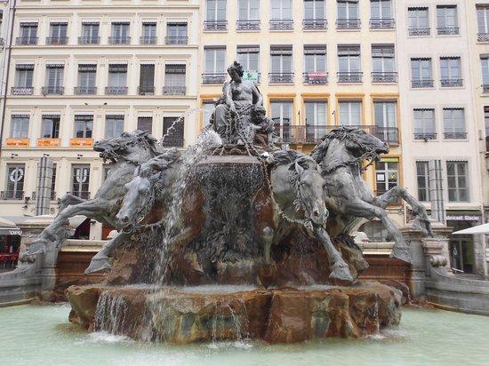 Place des Terreaux: 広場の噴水