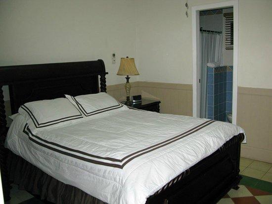Hotel Victoriano: Das Bett könnte für zwei Personen breiter sein