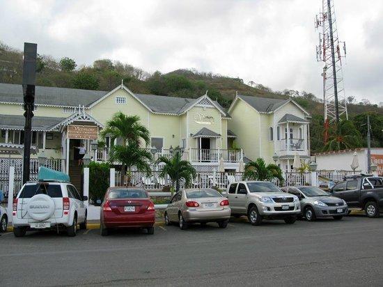Hotel Victoriano: Hotel von der Straße aus