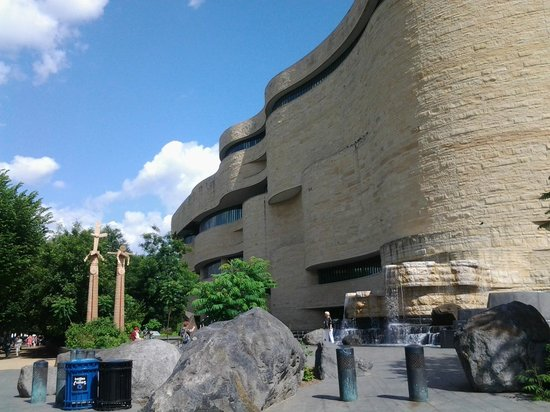 National Museum of the American Indian : Outside the American Indian Museum