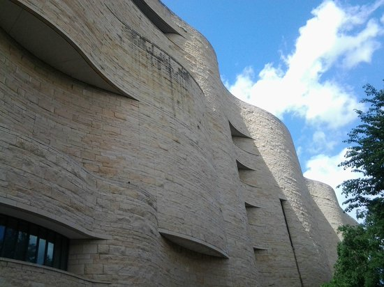 National Museum of the American Indian : Outside waves