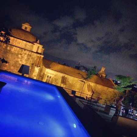 Billini Hotel: Dip in the pool with a bottle of bubbly  :)