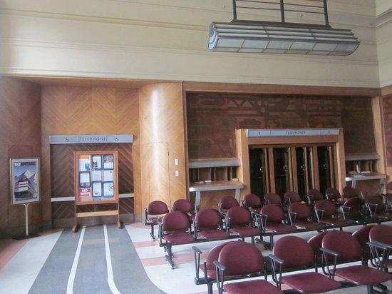 Cincinnati Museum Center: the old mens waiting room